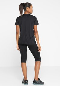 ASICS - Print T-shirt - performance black - 2