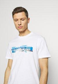 Napapijri - SOBAR GRAPHIC FT5 - Print T-shirt - white - 3