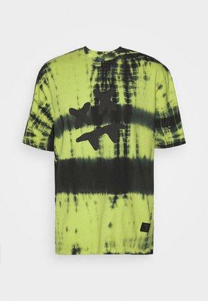 STEVE AOKI ESSENTIAL TEE - Print T-shirt - fluro/black