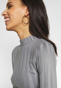 Missguided - EXTREME CREW NECK BODYSUIT - Stickad tröja - grey - 3