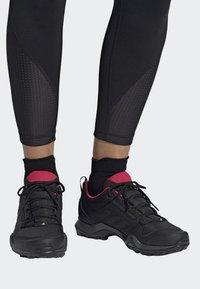 adidas Performance - TERREX AX3 SHOES - Chaussures de marche - black - 0