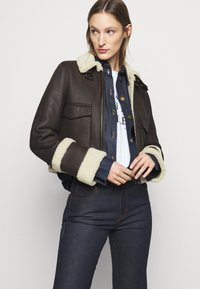 Victoria Victoria Beckham - CROPPED AVIATOR JACKET - Leather jacket - chestnut brown - 5