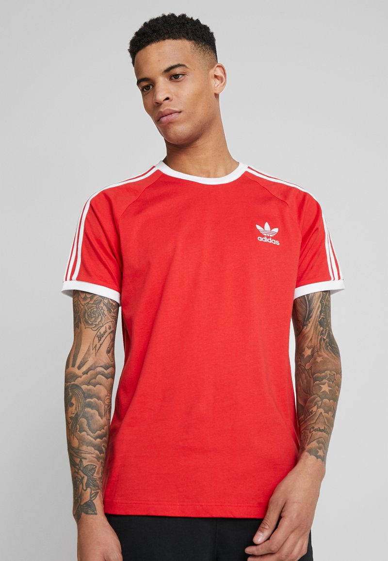 adidas Originals - 3 STRIPES TEE UNISEX - T-shirt z nadrukiem - lush red