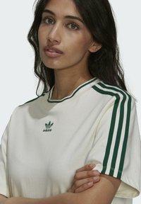 adidas Originals - TENNIS LUXE DRESS ORIGINALS - Vestito di maglina - off white - 3