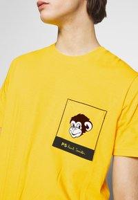 PS Paul Smith - WITH POCKET - Printtipaita - white/yellow - 5