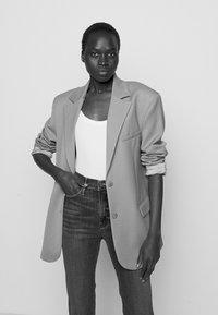 Frame Denim - LE SYLVIE SLENDER - Straight leg jeans - stallion - 3