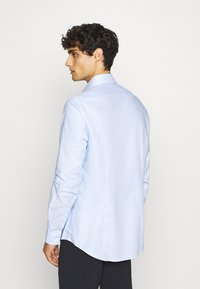 Calvin Klein Tailored - STRUCTURE EASY CARE SLIM - Formální košile - blue - 2