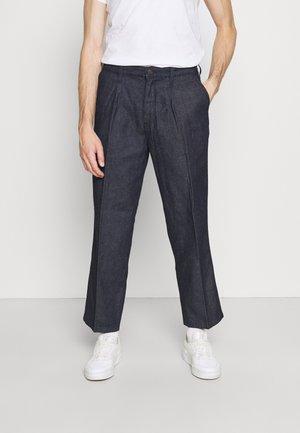 X FELIX PLEATED PANT - Straight leg jeans - dark blue denim