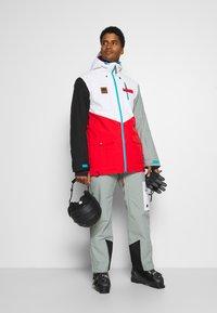 OOSC - FRESH POW JACKET - Lyžařská bunda -  white/red/black/grey - 1