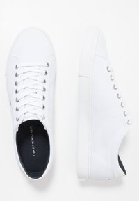 Tommy Hilfiger - SEASONAL - Sneakersy niskie - white - 1