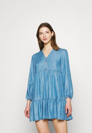 LUCY SMOCK DRESS - Denimové šaty - dark wash denim
