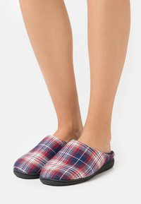 Dockers by Gerli - Slippers - black/red - 0