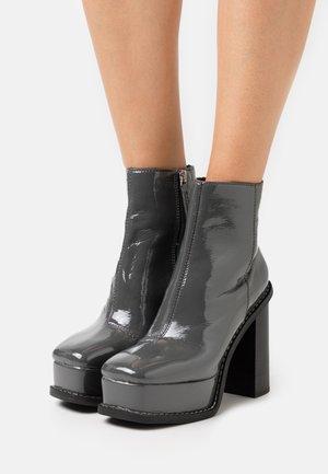 HELSINKI EXTREME PLATFORM BOOT - High heeled ankle boots - grey