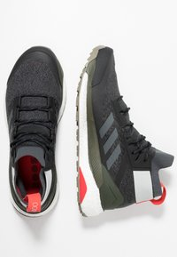 adidas Performance - TERREX FREE HIKER - Hikingsko - core black/grey six/night cargo - 1