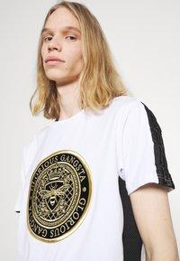 Glorious Gangsta - ALFARO TEE - Print T-shirt - optic white - 5