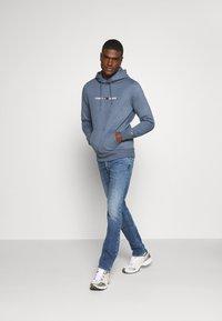 Tommy Jeans - SCANTON SLIM - Jeans slim fit - barton mid blue comfort - 1