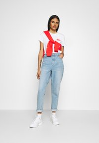 Levi's® - THE PERFECT TEE - T-shirt med print - white - 1