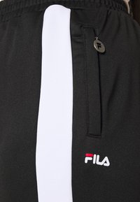 Fila Plus - SAMAH TRACK PANT - Verryttelyhousut - black/bright white - 5