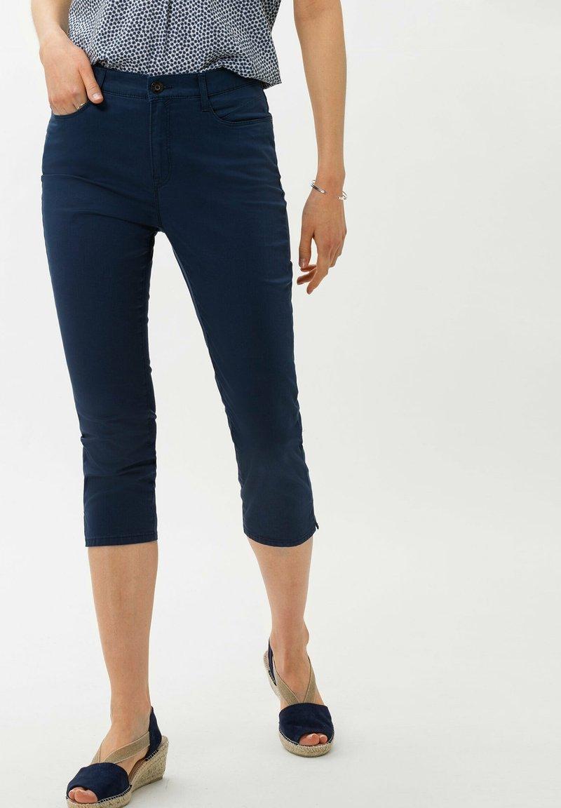 BRAX - STYLE MARY C - Shorts - indigo