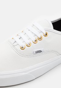 Vans - AUTHENTIC UNISEX - Trainers - true white - 5
