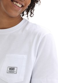 Vans - WM CLASSIC PATCH POCKET - Print T-shirt - white - 1