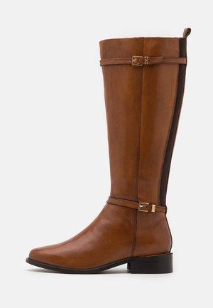 TOP - Vysoká obuv - tan