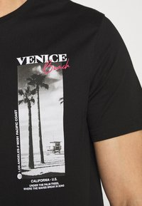 Pier One - T-shirt con stampa - black - 6