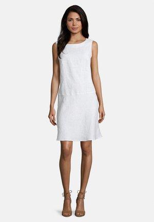BETTY BARCLAY - Shift dress - weiß