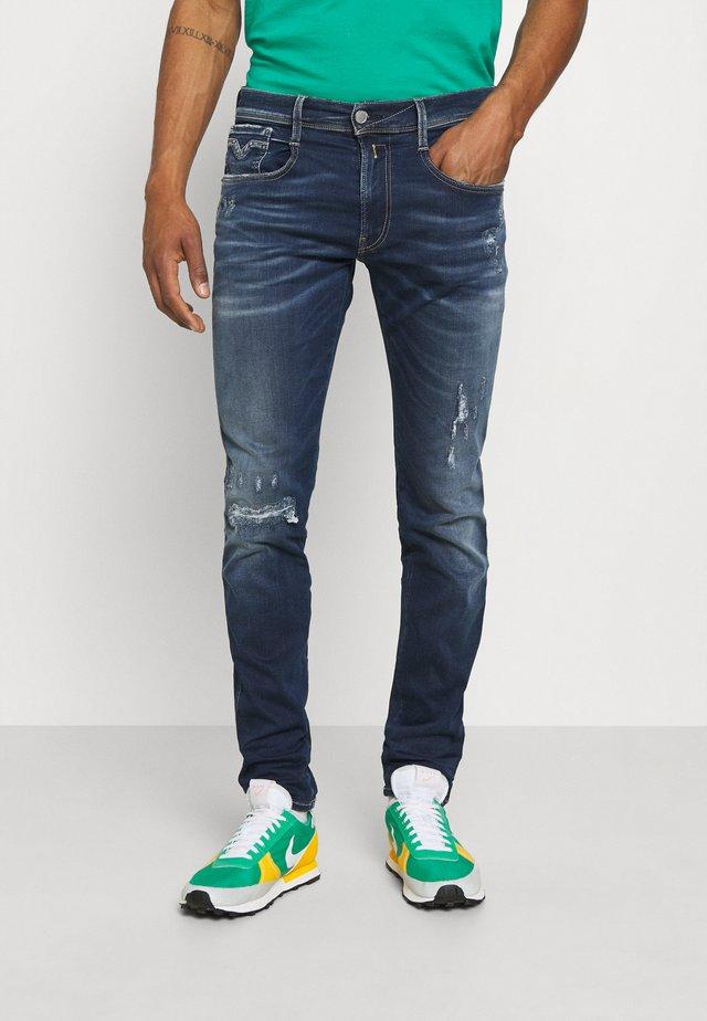 ANBASS HYPERFLEX REUSED X LITE - Jeans Tapered Fit - dark blue denim