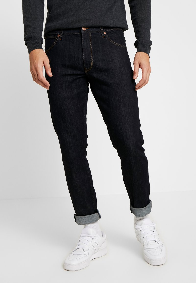 Wrangler - LARSTON - Slim fit jeans - dark rinse