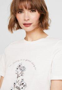 Vero Moda - VMKALOPSIA - Print T-shirt - snow white - 3