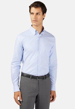 REGULAR FIT OXFORD  - Overhemd - light blu