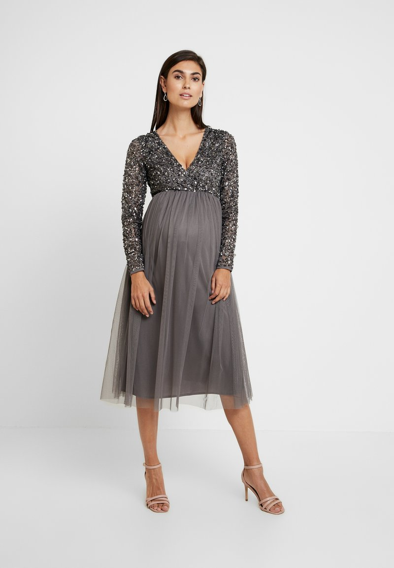 Maya Deluxe Maternity - LONG SLEEVE WRAP MIDI DRESS WITH DELICATE SEQUIN EMBELLISHMENT - Robe de soirée - charcoal