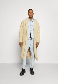 Another Influence - MABEL LONGLINE BORG OVERCOAT - Classic coat - ecru - 1