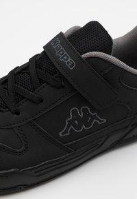Kappa - DALTON ICE - Obuwie treningowe - black/grey - 5
