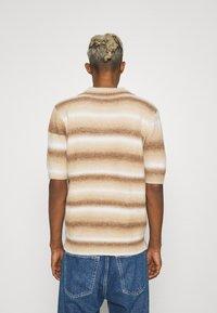 Jaded London - OMBRE - Poloskjorter - brown - 2