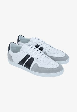 Trainers - white black