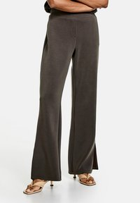Taifun - MIT SAUMSCHLITZEN - Trousers - ebony - 0