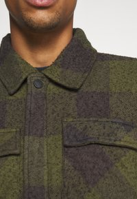 Tigha - LUKE - Korte jassen - military green/grey - 7