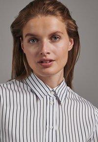 Seidensticker - SCHWARZE ROSE SLIM FIT - Button-down blouse - weiss - 2
