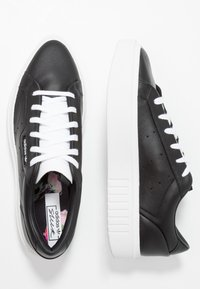 adidas Originals - SLEEK SUPER - Trainers - core black/footwear white - 3