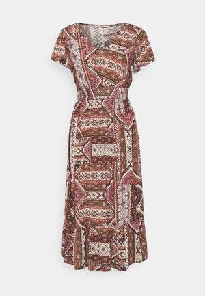 ONLADELE LIFE DRESS - Denní šaty - roasted russet/cowboy ethnic