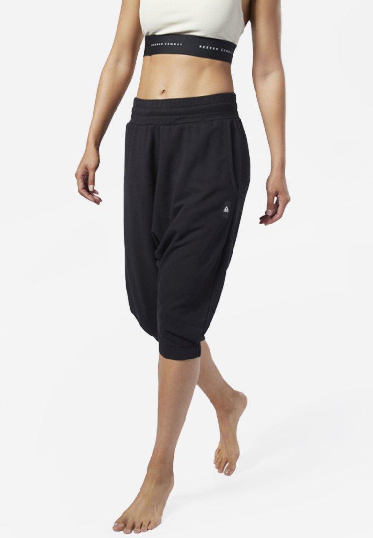 Reebok - COMBAT STRIKER PANTS - Shorts - black