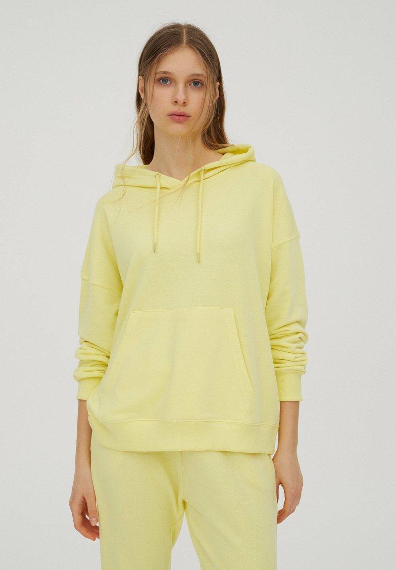 PULL&BEAR - Sweat à capuche - yellow