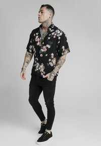 SIKSILK - PRESTIGE FLORAL RESORT - Košile - black - 1