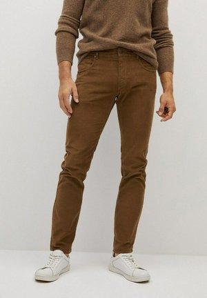 Spodnie materiałowe - tobacco-braun