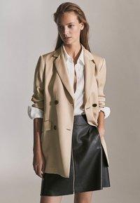 Massimo Dutti - MIT REIẞVERSCHLUSS  - Leather skirt - black - 3