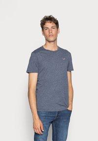 Hollister Co. - 5 PACK CREW  - Camiseta estampada - white/grey/red/navy texture/black - 2
