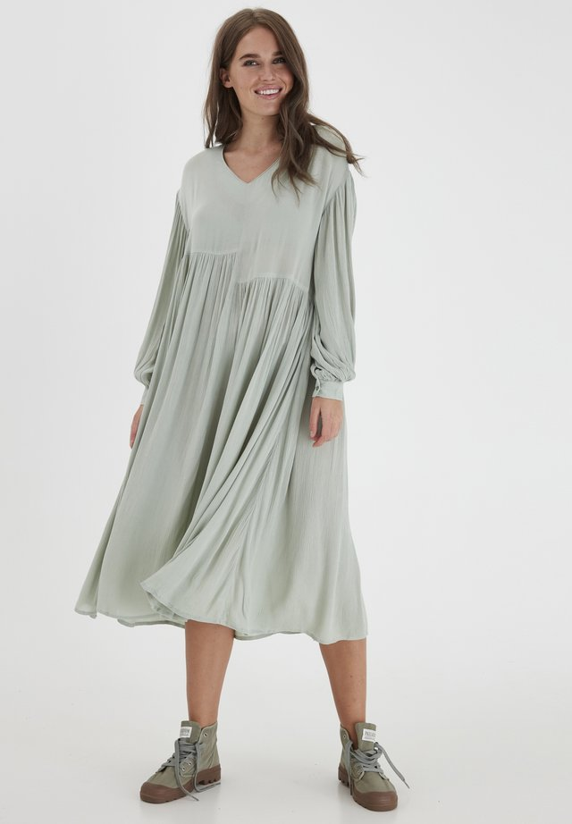 DRJESLIE 2 DRESS - VISCOSE CREPE - Day dress - desert sage