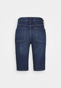 GAP - BERMUDA PENINSULA  - Denim shorts - dark indigo - 1
